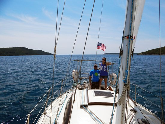 sailing-in-bay-of-boka